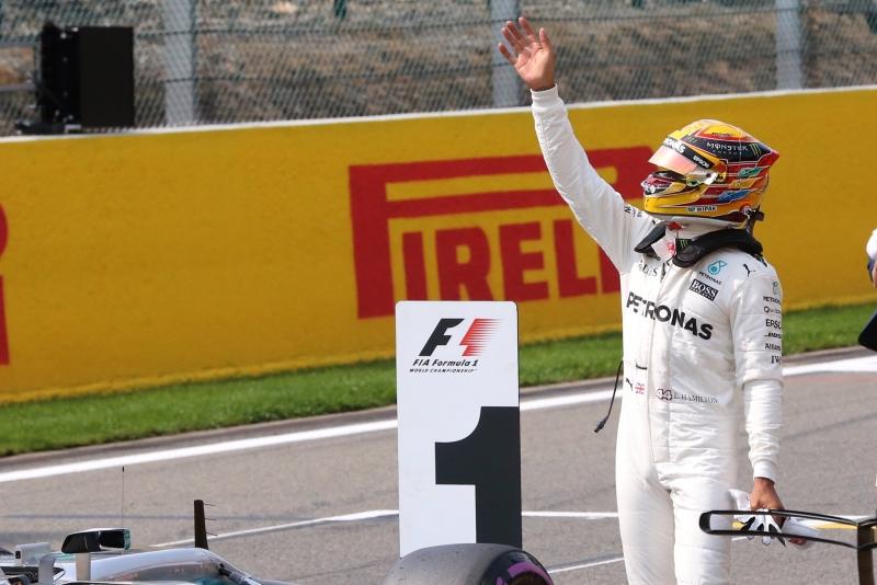Hamilton entra en la historia tras batir el récord de poles de Schumacher