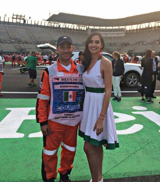 Alejandro BulleGoyri y Gladys Flores Grid Girls GP de México 2017.