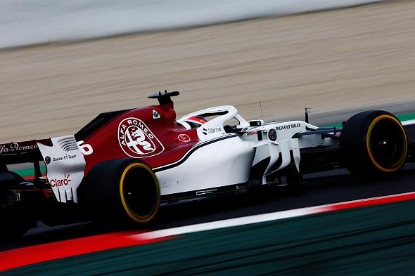 Leclerc y su nuevo 'amigo' hacen 81 vueltas