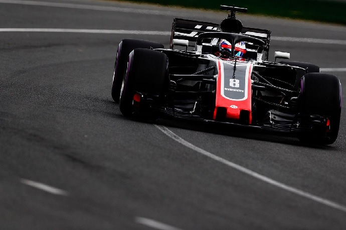 Hamilton logra una pole demoledora (Grosjean)