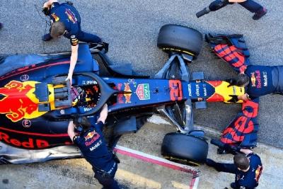 Red Bull solo se centra en rodar