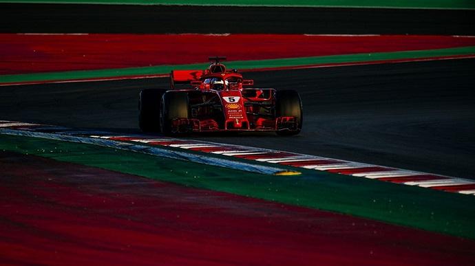 Vettel lidera y rueda tres Grandes Premios durante el día 5 de test