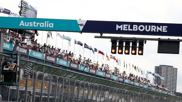 andy cowell lewis hamilton mercedes f1 formula 1 graining melbourne australia