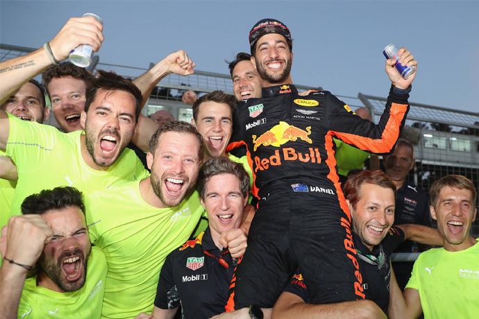 REMEMBER AZERBAIYÁN 2017: Ricciardo salió desde P10 y ganó una caótica carrera con cuatro 'safetys', una bandera roja, accidentes, sanciones...