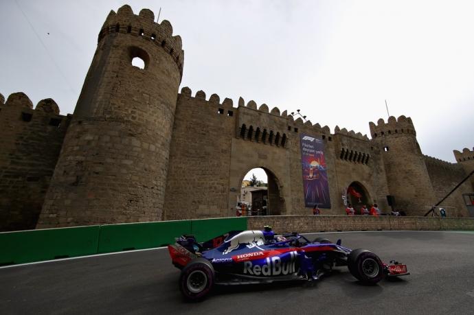 Hartley aprovecha el desastre en Bakú y se embolsa su primer punto en F1