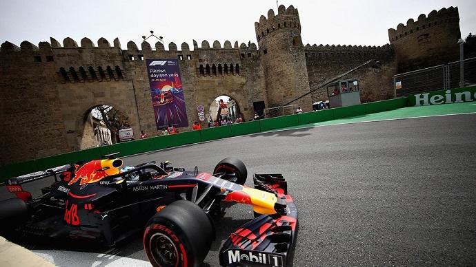 Daniel Ricciardo hace suyas las calles de Baku el viernes