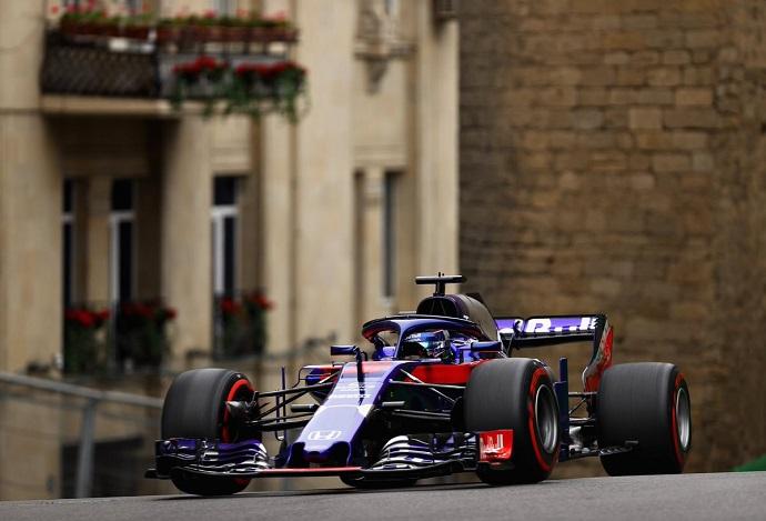 Los pilotos de Toro Rosso se estrenan en Bakú