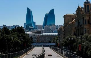 Mercedes tratará de doblegar a Ferrari en las calles de Baku