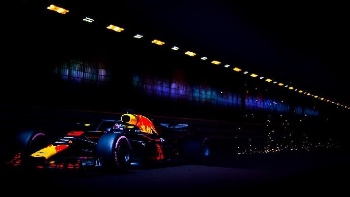 Sábado en Mónaco-Red Bull: Ricciardo se pasea, Verstappen se estampa