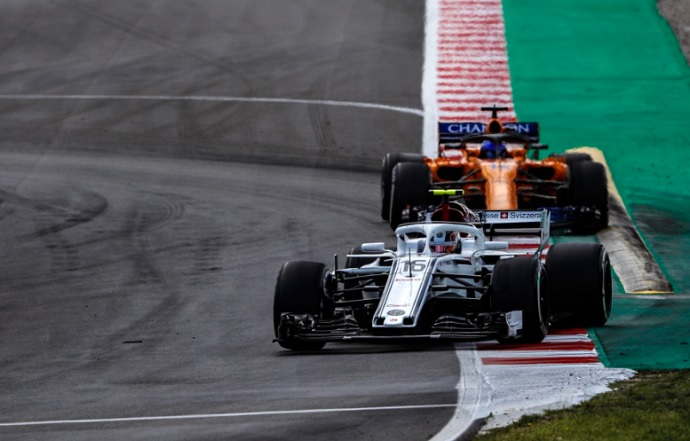 Luchar con Alonso, su mejor aprendizaje, dice Leclerc