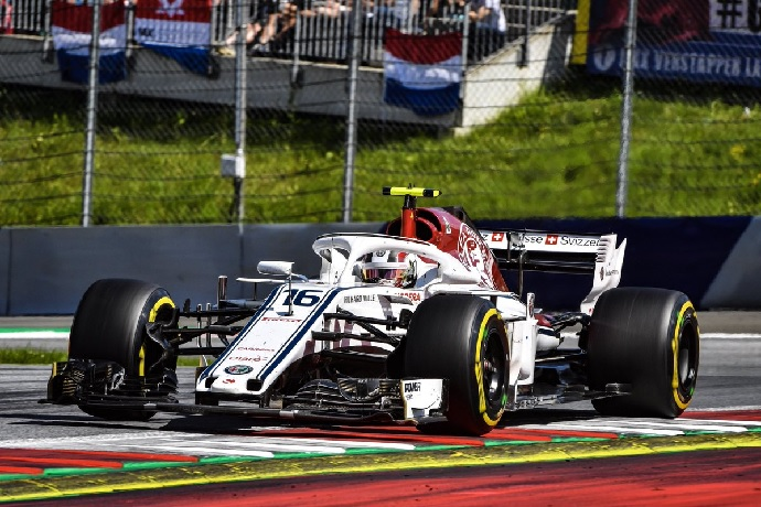 Briatore apuesta por Leclerc: Con Raikkonen Ferrari no ganará
