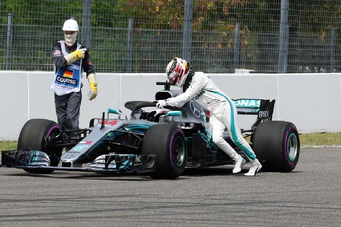 Sábado en Alemania-Mercedes: Duro golpe antes de la carrera