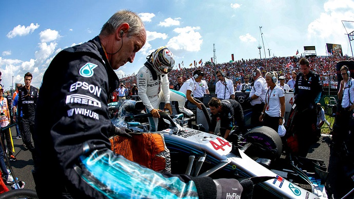 Domingo en Hungría-Mercedes: Sobresaliente Hamilton y deficiente Bottas