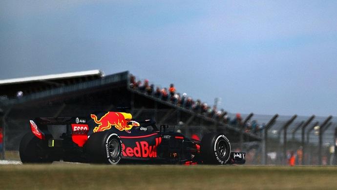 Viernes en Gran Bretaña - Red Bull: Avería y accidente de Verstappen