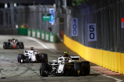 Domingo en Singapur-Sauber: Una buena estrategia permite llegar a los puntos