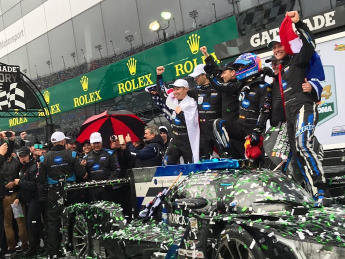 CRÓNICA: El #10 de Alonso vence en Daytona bajo la lluvia y contra los elementos