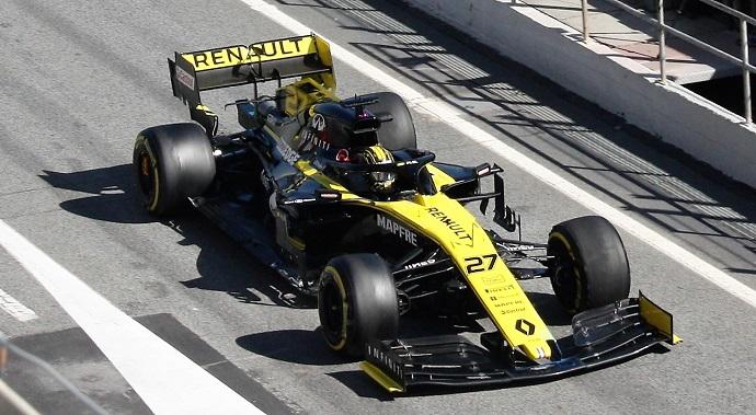Test-en-Barcelona-Día-5-Renault-Comprobando- configuraciones