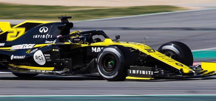 Test-en-Barcelona-Dia-2-Renault-el -RS19-en-la-dirección correcta