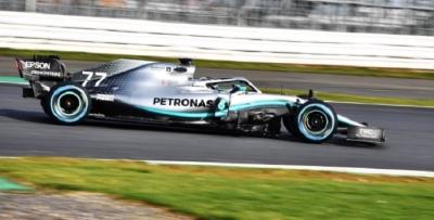 El color plata y el aire a campeón se mantienen en el nuevo W10 de Mercedes