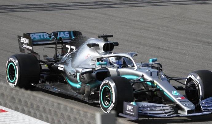 Test en Barcelona- Dia 1- Mercedes se esconde bajo los neumáticos y los sensores