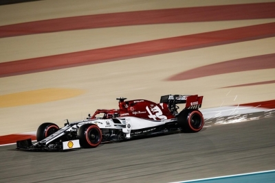 Domingo en Baréin Alfa Romeo Kimi en los puntos