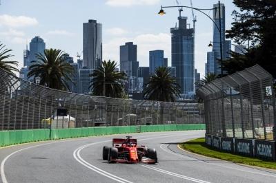 Viernes en Australia - Ferrari, cuesta arriba por las calles de Melbourne