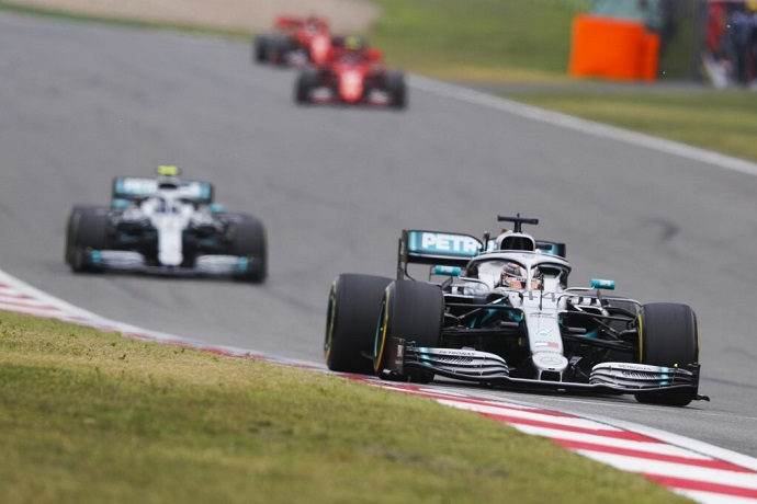 Domingo en China - Mercedes: Como apisonadoras por Shanghai