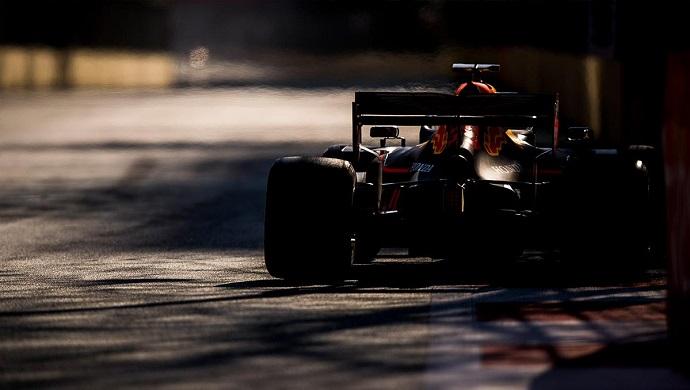"""Verstappen será """"al 100%"""" piloto de Red Bull en 2020"""