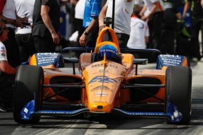 Tras el fracaso de la Indy, Alonso ya piensa en otros retos mientras que en McLaren ruedan cabezas