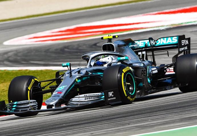 Libres en España: Mercedes reafirma su dominio con Sainz en el 'top 10'