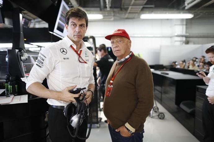 Wolff se hunde en lágrimas con la muerte de Niki Lauda