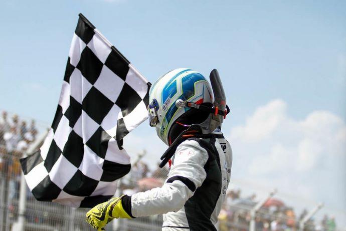 Con doblete Jak Crawford gana el GP de Puebla de la FIA F4 NACAM