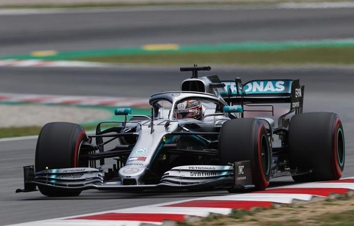 """Hamilton, sobre el motor de Ferrari: """"Tienen otro modo de potencia que nosotros no tenemos"""""""