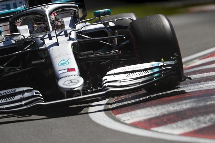 Mercedes revela la causa de la fuga hidráulica que sufrió Hamilton antes de la carrera
