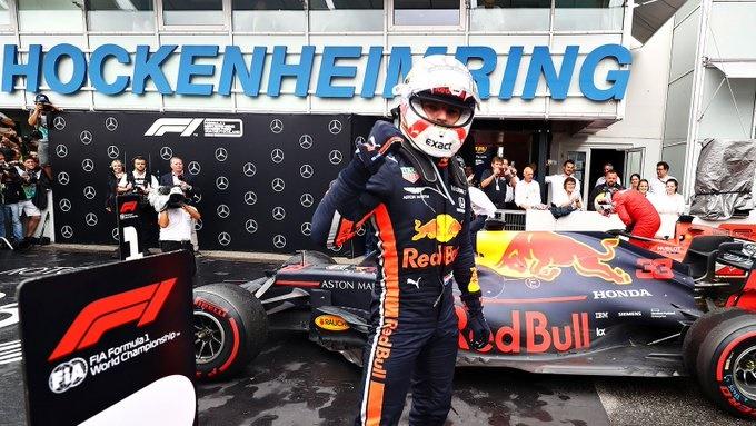 Crónica: Verstappen vence en un caótico GP de Alemania pasado por agua, coches de seguridad y accidentes