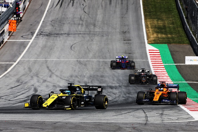 """Ricciardo: """"Los McLaren son nuestro punto de referencia ahora mismo"""""""