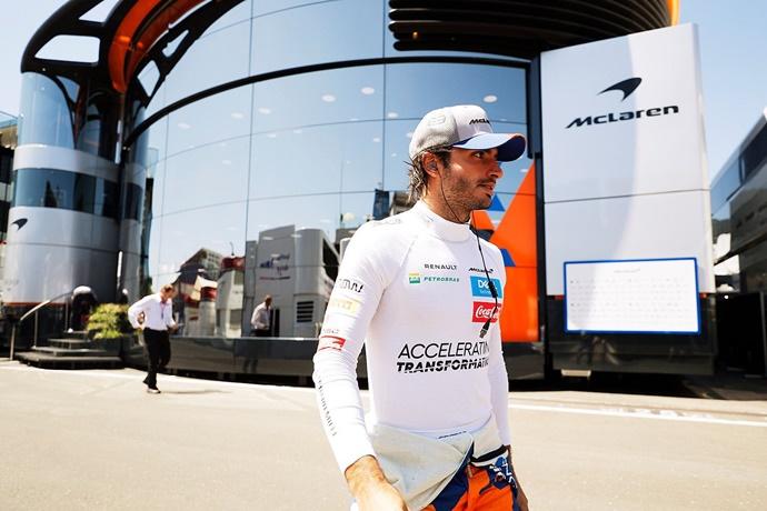 "Sainz: ""Tenemos que mirar a Mercedes, Ferrari y Red Bull"""