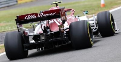 Viernes en Gran Bretaña - Alfa Romeo inicia atrás, pero acecha los puntos