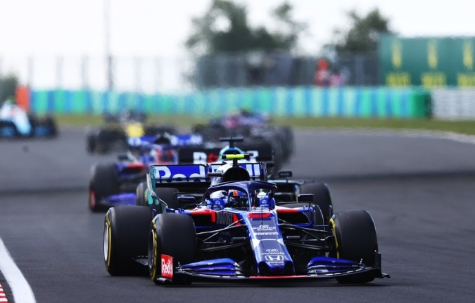 Domingo en Hungría – Toro Rosso: Albon rescata un punto tras una bonita lucha con Kvyat