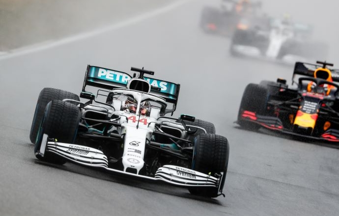 Hamilton admite que le gustaría tener a Verstappen como compañero de equipo en Mercedes