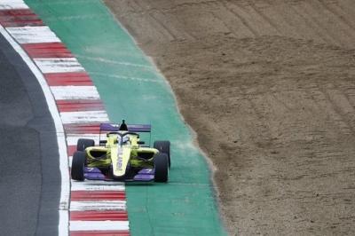 Libres en Brands Hatch: Kimilainene logra los mejores cronos