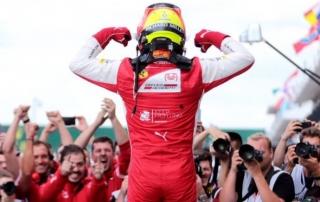 Mick Schumacher aguanta la presión y se estrena en F2