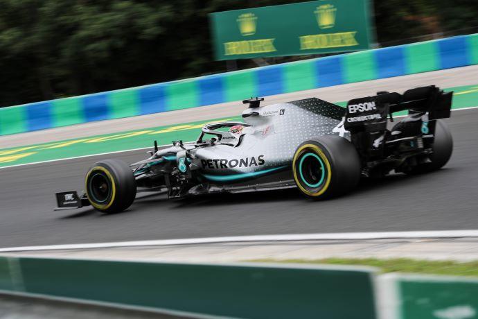 """Viernes en Hungría – Mercedes """"Vuelta a la página"""""""