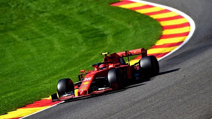Crónica Libres 3 – GP Bélgica: En Ferrari huelen la pole, mientras que Hamilton se va contra las protecciones