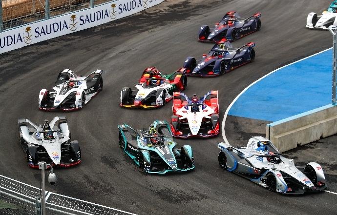 El podio de pilotos de la F-e