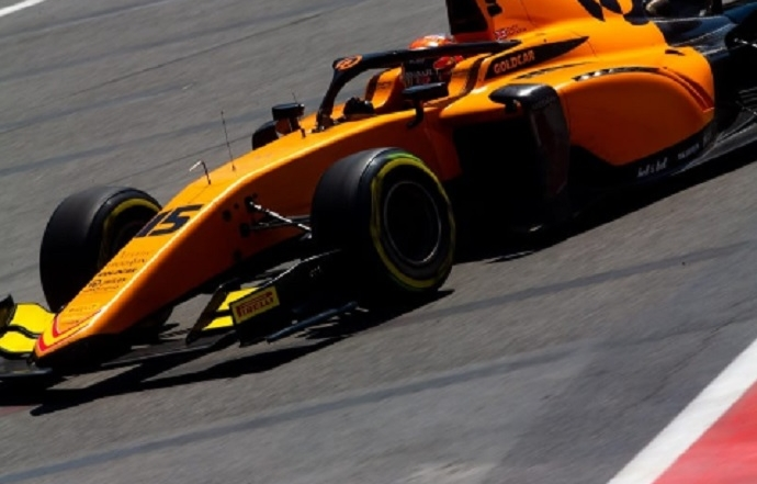 Jack Aitken gana en una gran carrera al sprint en Monza