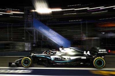 Libres en Singapur - Verstappen y Hamilton alternan el mando