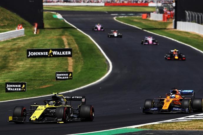 Renault admite que no le es fácil competir contra McLaren