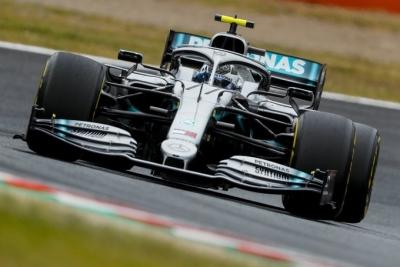 Libres en Japón: Mercedes lidera las dos únicas prácticas del GP