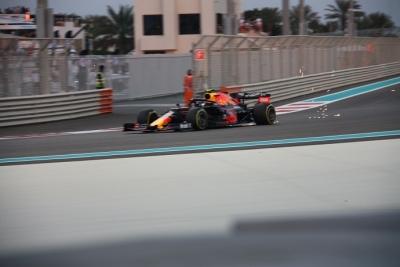 Libres 3 en Abu Dhabi: Verstappen pasa por delante de Mercedes